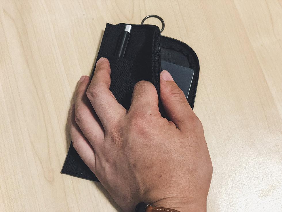 無印良品 薄型パスポートケース