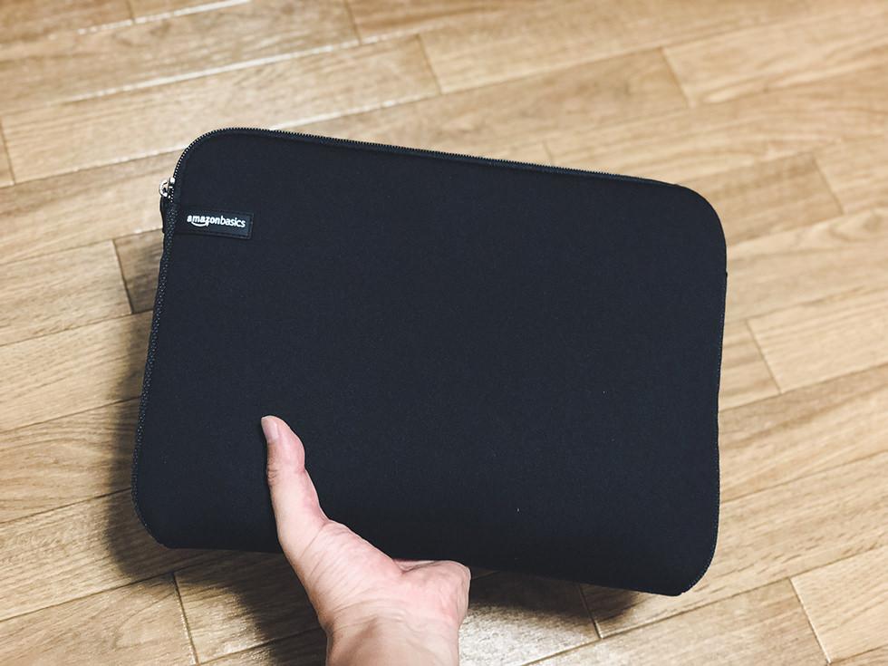 スリーブケースにMacbook Proを収納して持ってみた感じ