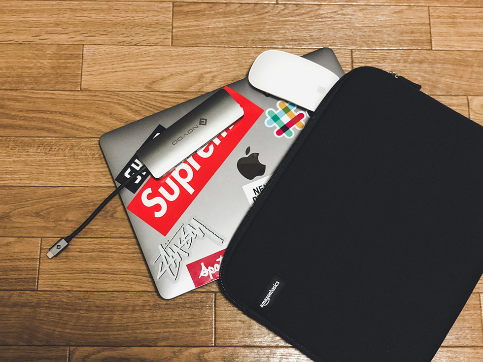 Macbook Proと周辺機器を収納