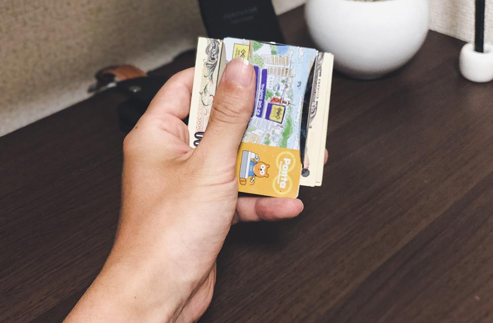 『STORUSのスマートマネークリップをレビュー』財布を持たない大人の男に憧れて