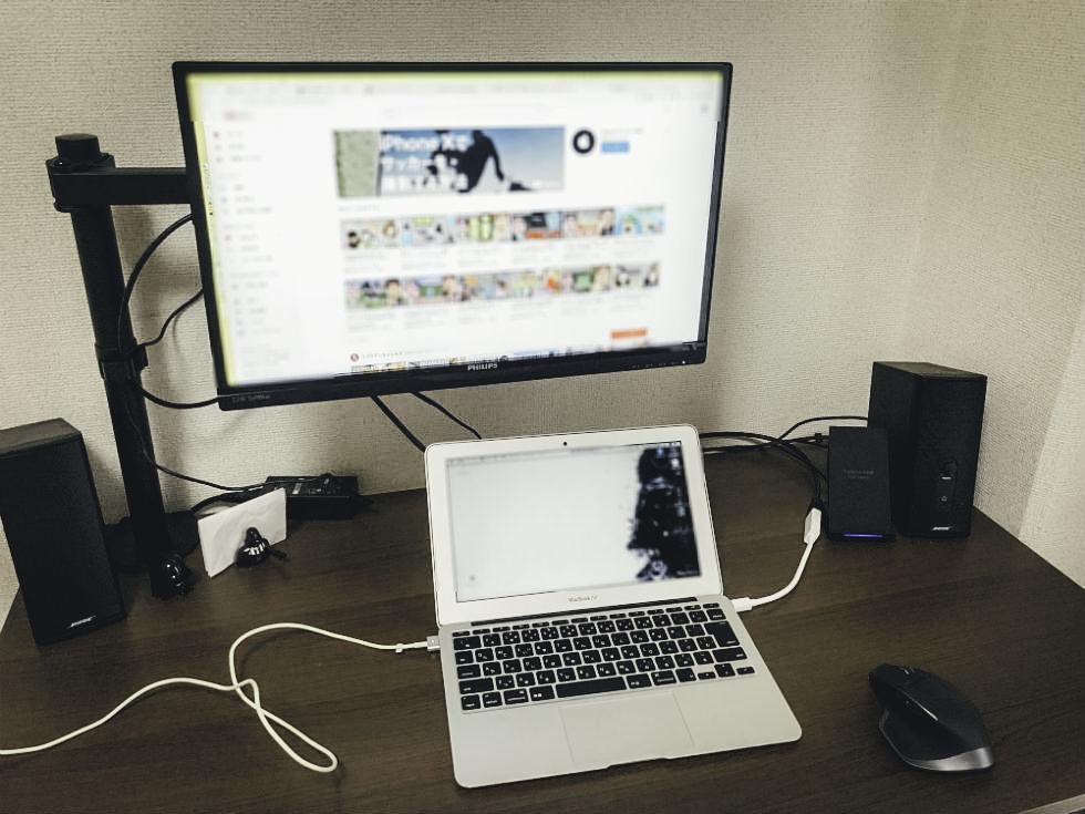 『デスク周りを快適に』自宅にモニターアーム導入でPCデスク収納