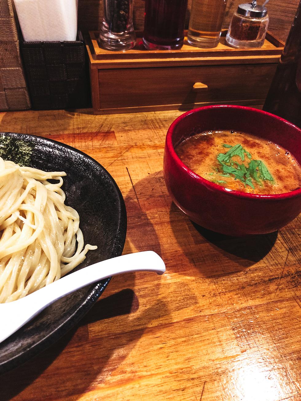 辛いつけ麺のスープ