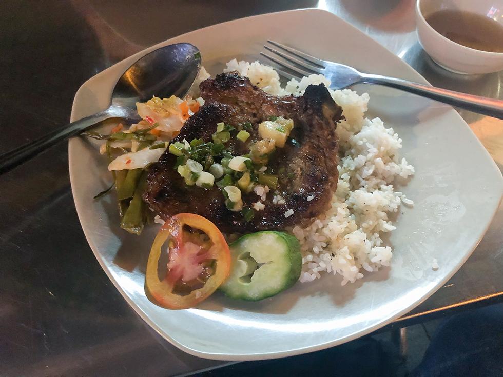 ホーチミンのブイビエン通りで食べたベトナム料理