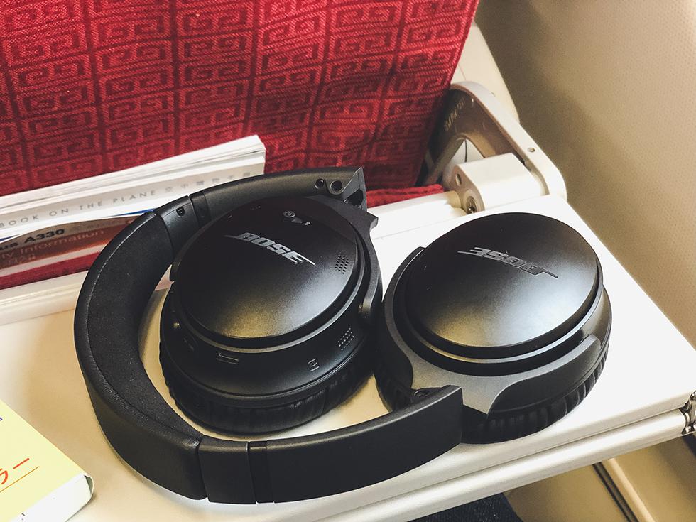 BOSE のノイズキャンセリングヘッドホンを飛行機で使う