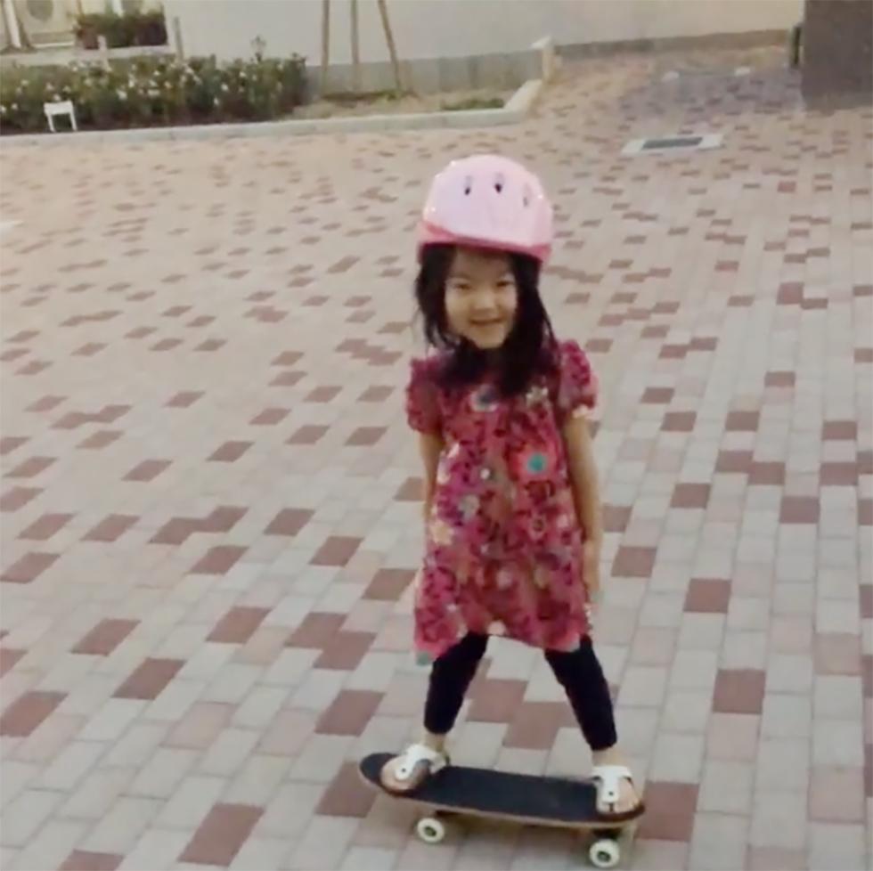 娘に与えた初めてのスケートボード