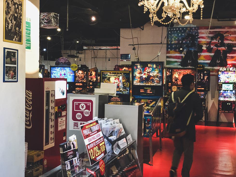 全米中から探し出した70年代〜現代までのレアなピンボールマシンが遊べるアメリカンなピンボール専門店