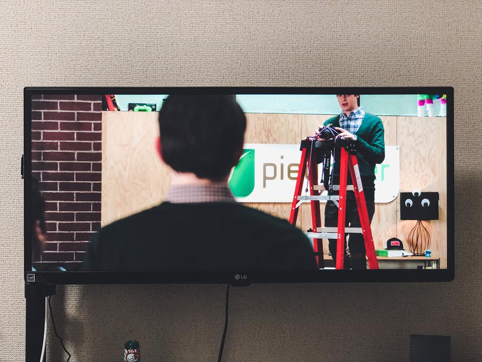 LG ウルトラワイドモニター29インチで映画を楽しんでいるところ2