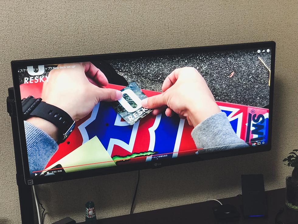 LG ウルトラワイドモニター29インチでYouTube動画を大画面で楽しんでいるところ