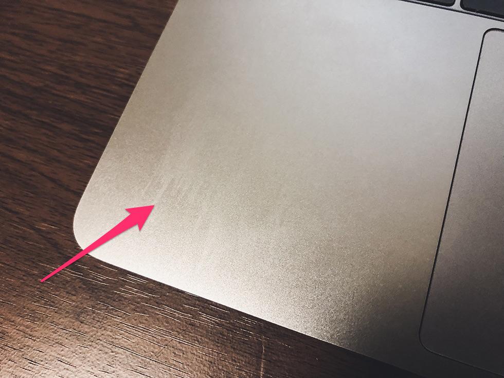 パソコン液晶画面用クロスでMacBook Proについた手汗を拭いて余計に汚れた