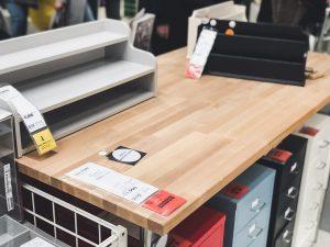 バスで IKEA 鶴浜に行って MacBook Pro に合うデスク(天板)と脚を見つけてきた!