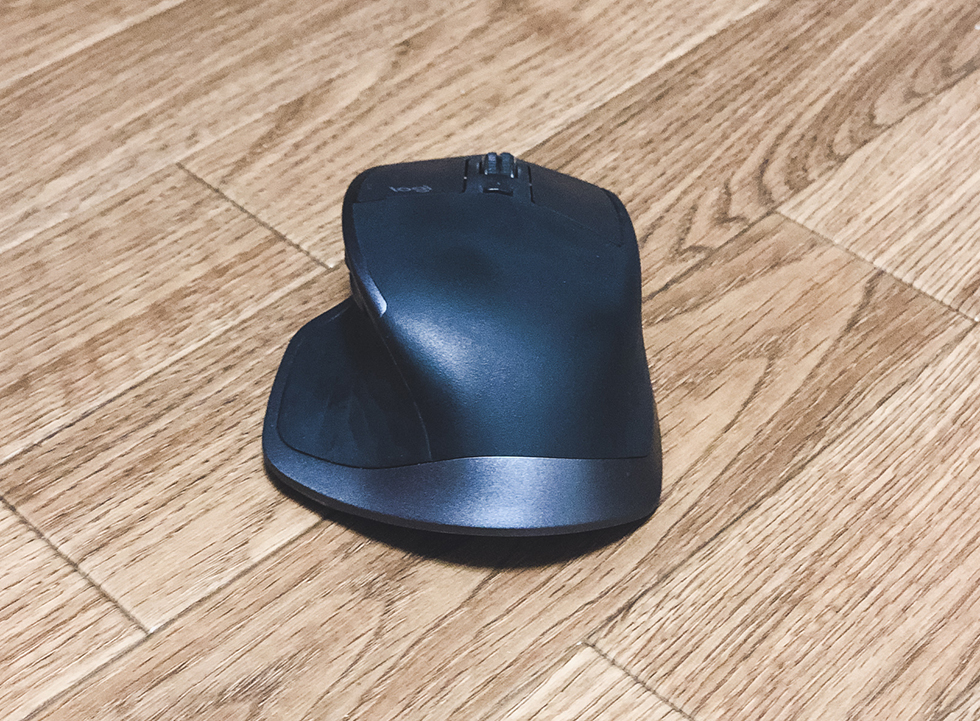 MX Master 2S は完璧なマウス形状で手に馴染むデザイン