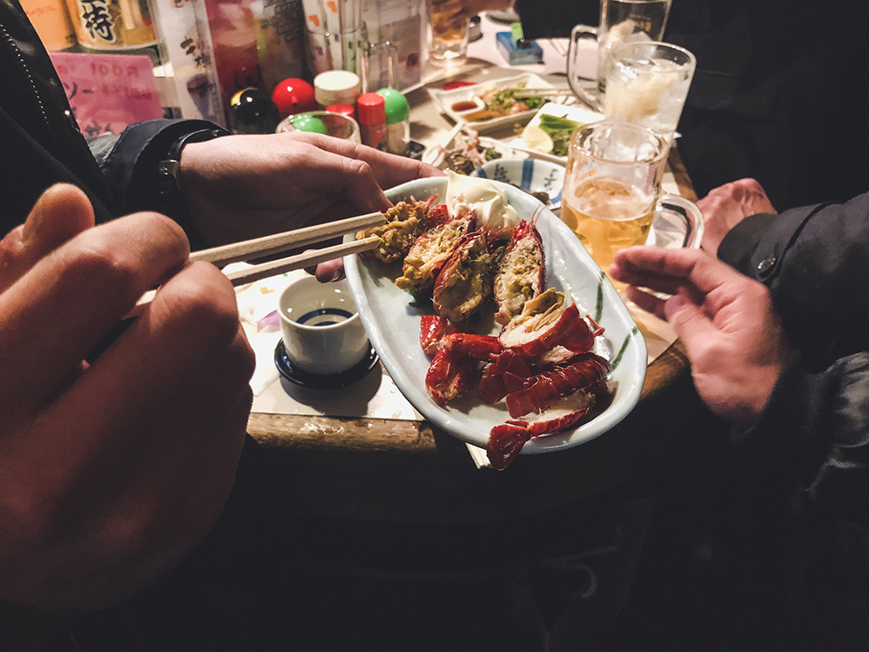 種よしで食べることができるアメリカザリガニの素揚げ