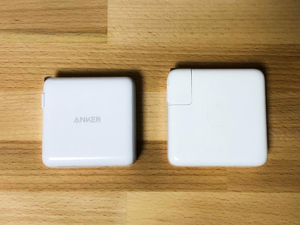 AnkerとAppleの充電器のサイズ比較