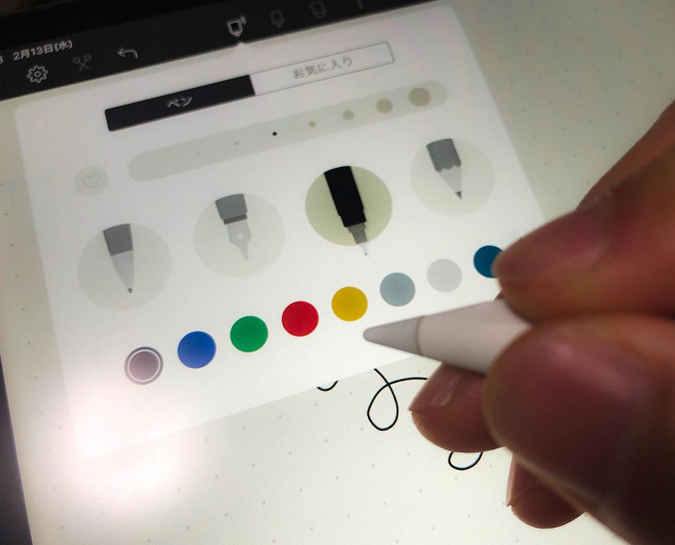 Apple Pencil 2(第2世代)をダブルタップして機能を切り替えしているところ
