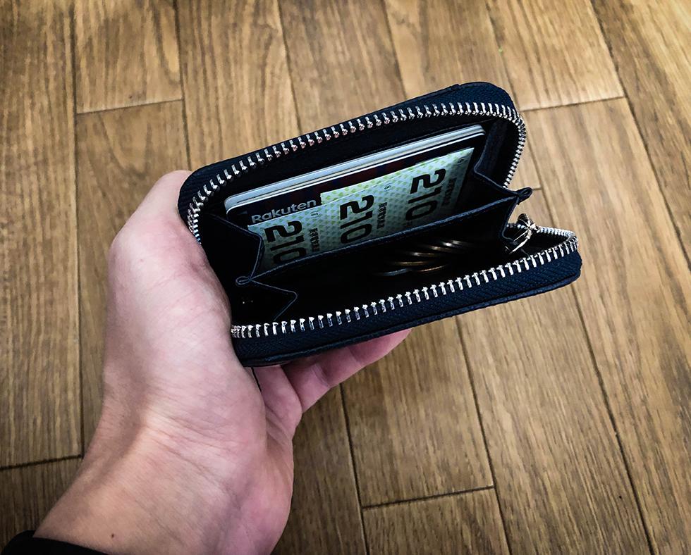 小銭入れにカードや小銭を入れてみたかんじ
