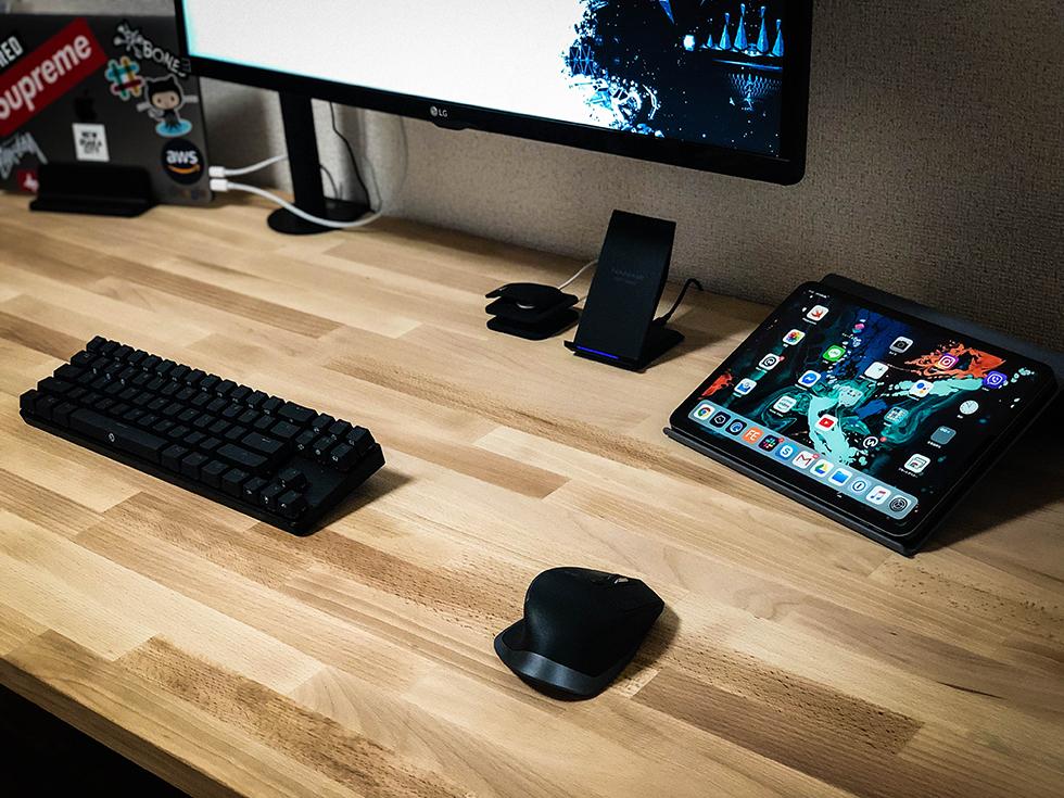 『IKEAで揃える格安広々デスク』天板と脚で Apple ストア風の机ができる【デスク周り】