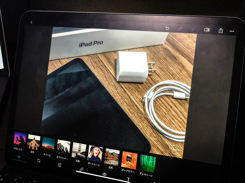 iPad Proでフォトショップを使って画像加工をしているところ