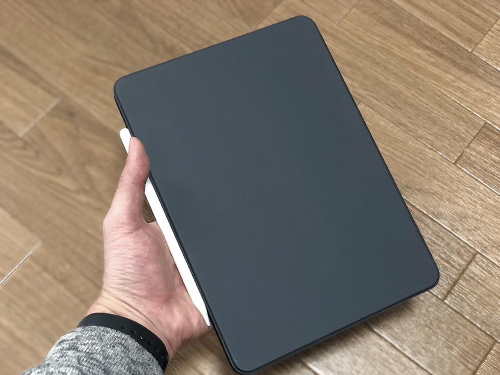 Smart Keyboard FolioはiPad Proの画面と背面パネルを保護できるカバー