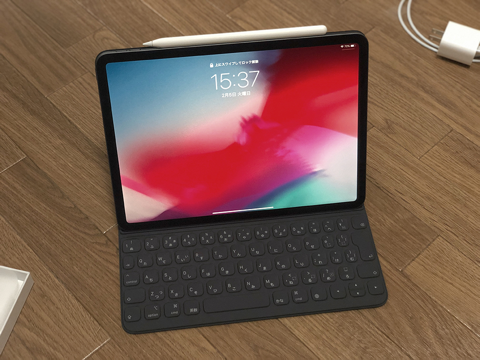 Smart Keyboard Folio を iPad Pro に装着