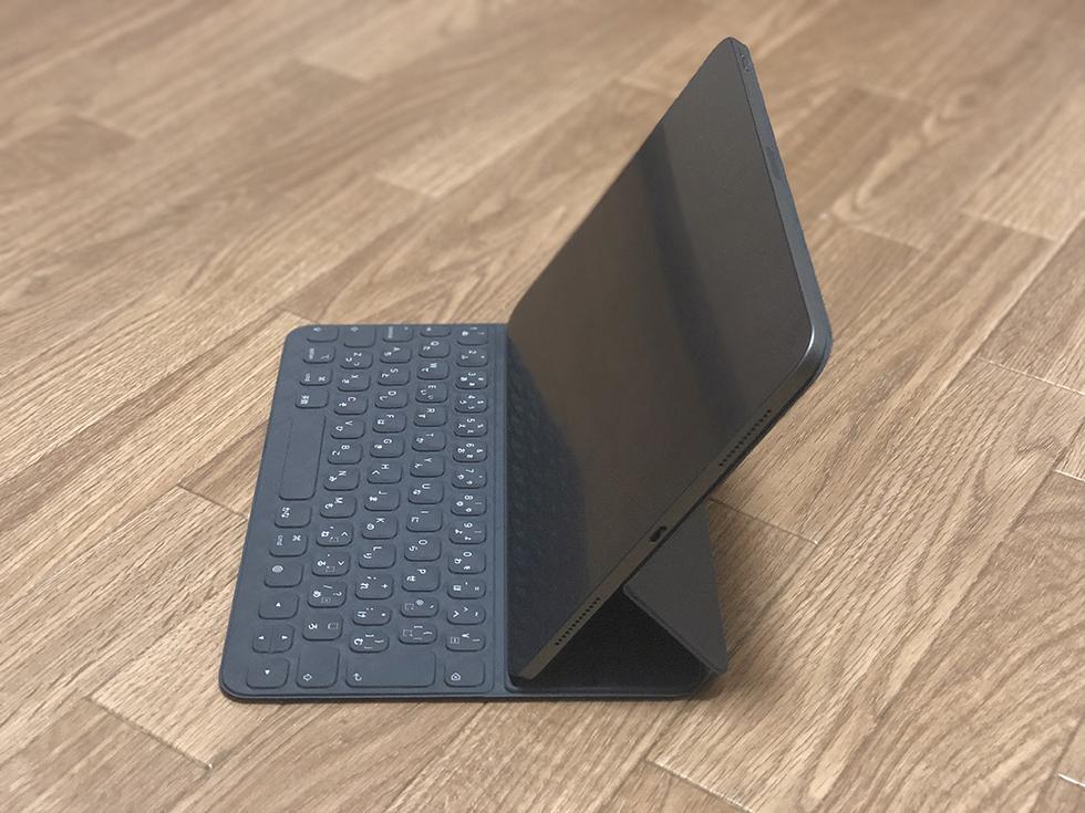 Smart Keyboard Folioは2段階の角度調節が可能(その1)