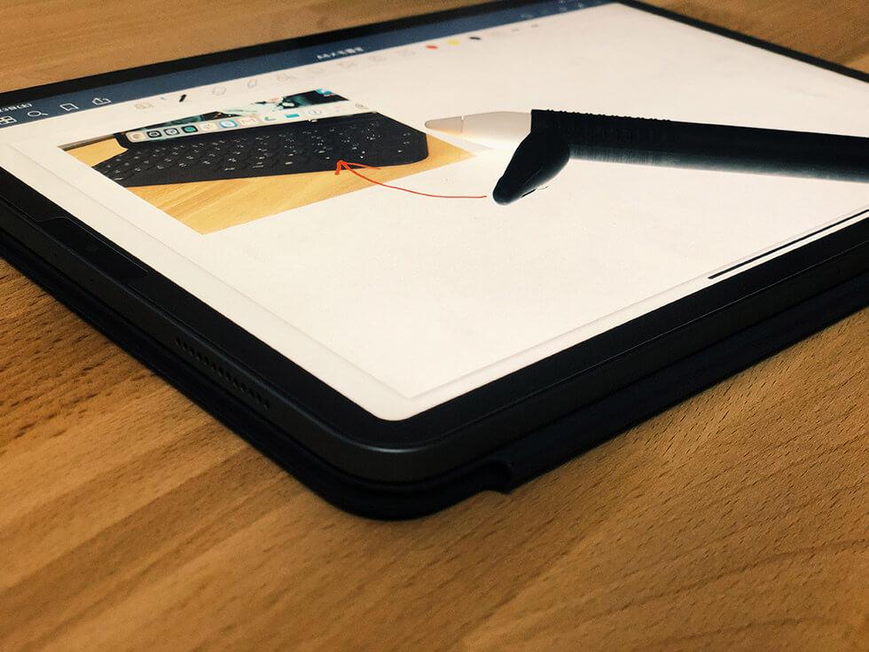 Smart Keyboard Folio キーボードが下敷きになった状態