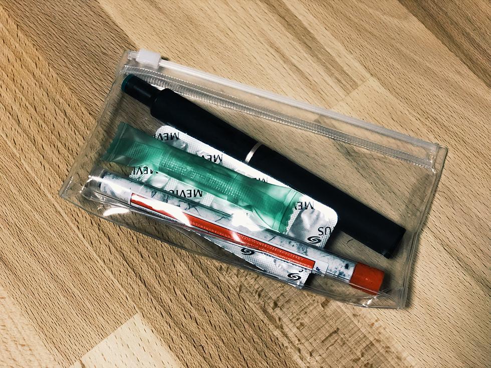 無印良品のケースにプルームテックプラス・カートリッジ・たばこカプセルを入れた所