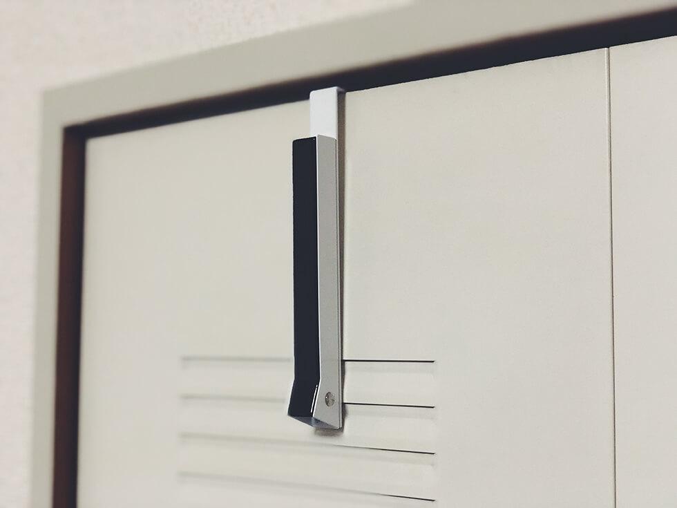 使わない時は収納できる折り畳み式ドアハンガー