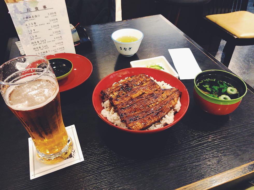 JR浜松駅近く北口側にある うなぎ専門料理店 うなぎ八百徳のうな丼とビール