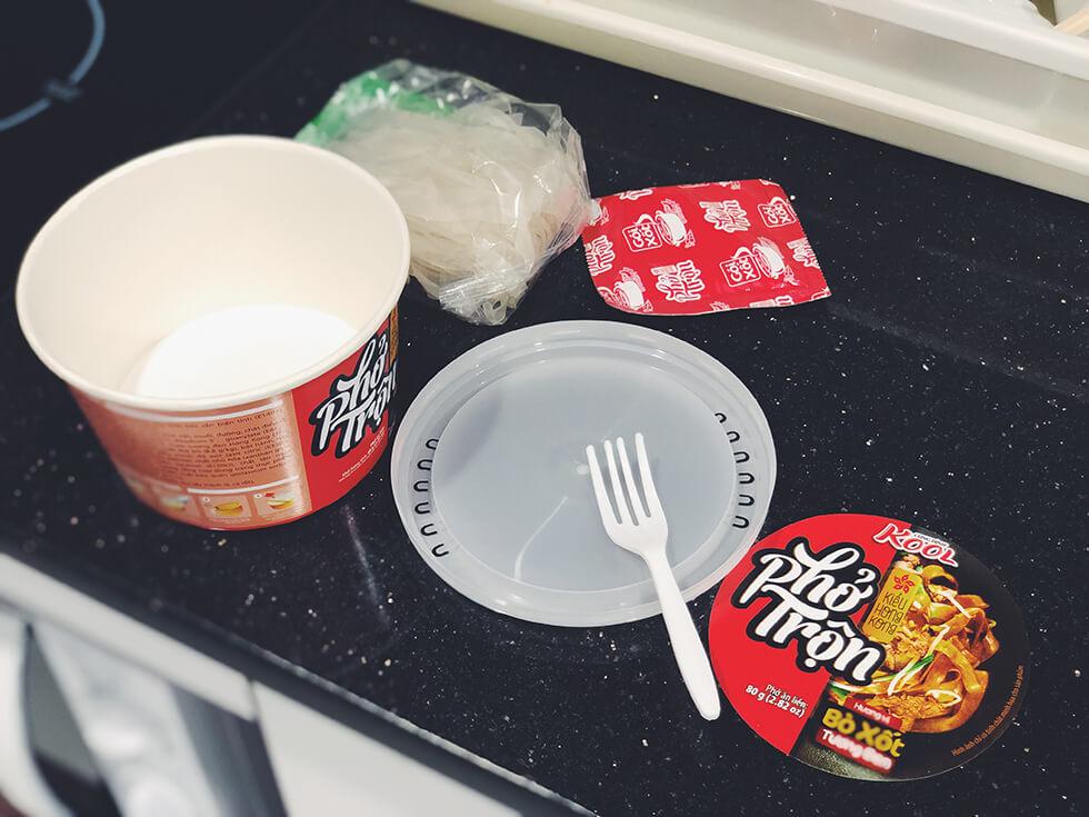 変わり種なベトナムのカップ麺をランキング第1位を作るところ