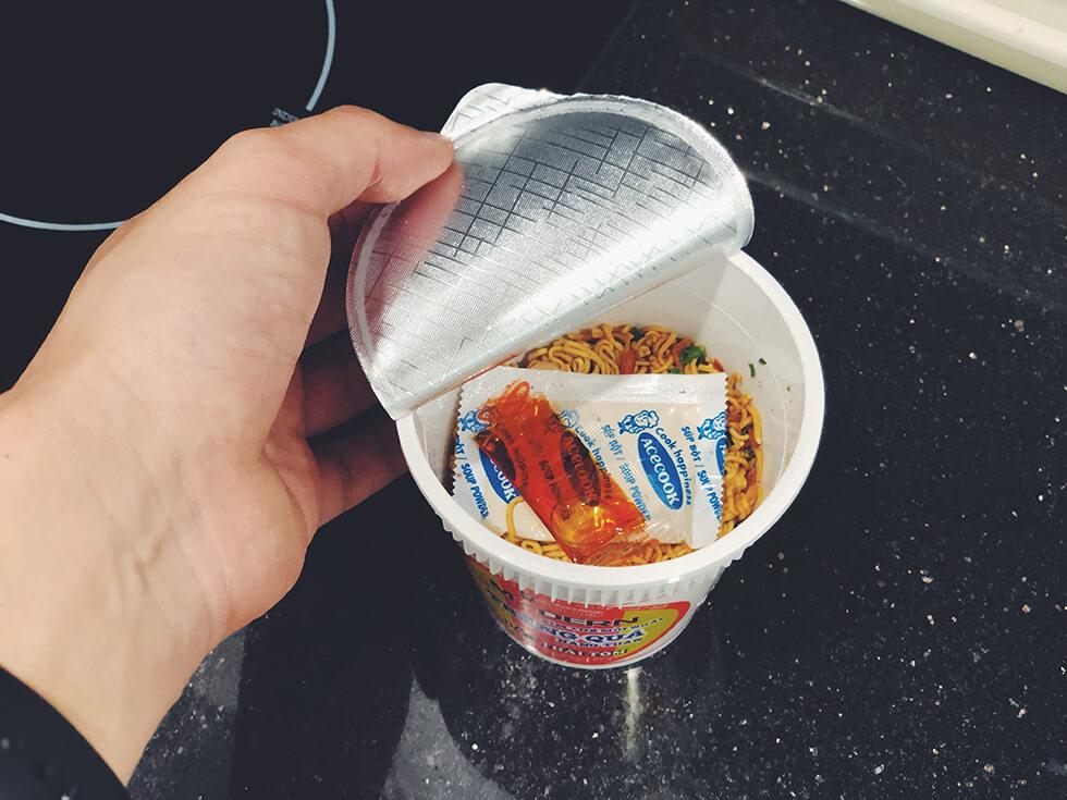 変わり種なベトナムのカップ麺をランキング第5位をあけたところ