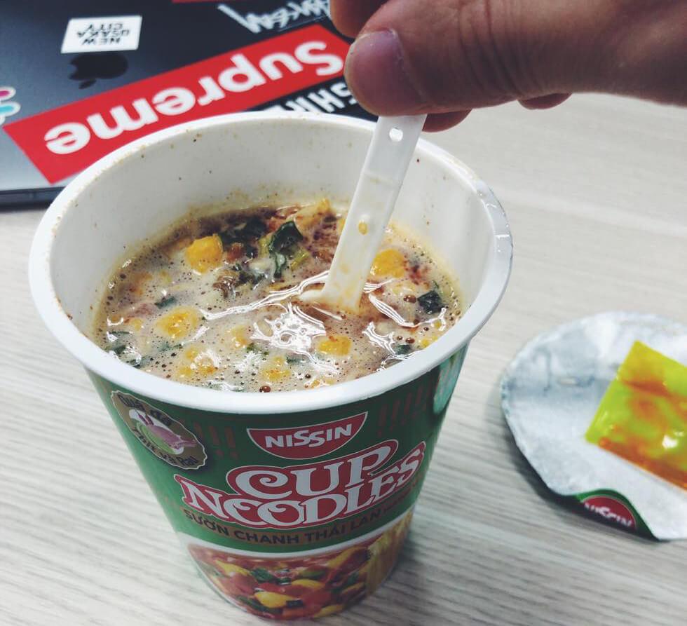 ベトナムのカップ麺で昼食