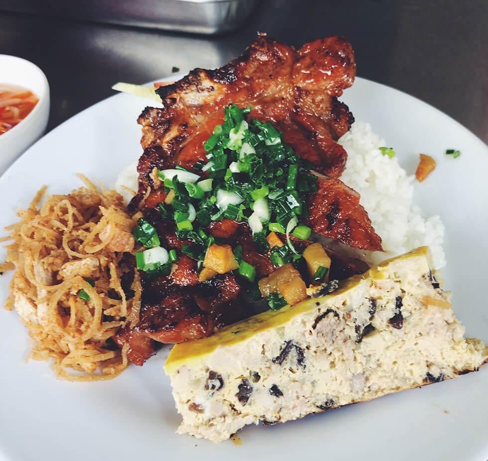 朝食その2 ベトナム風スペアリブのせご飯