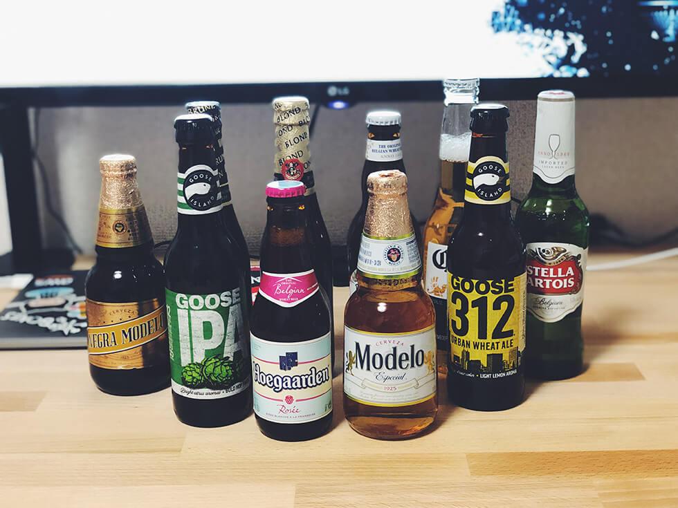 世界のビールをエールとラガー別に並べた所