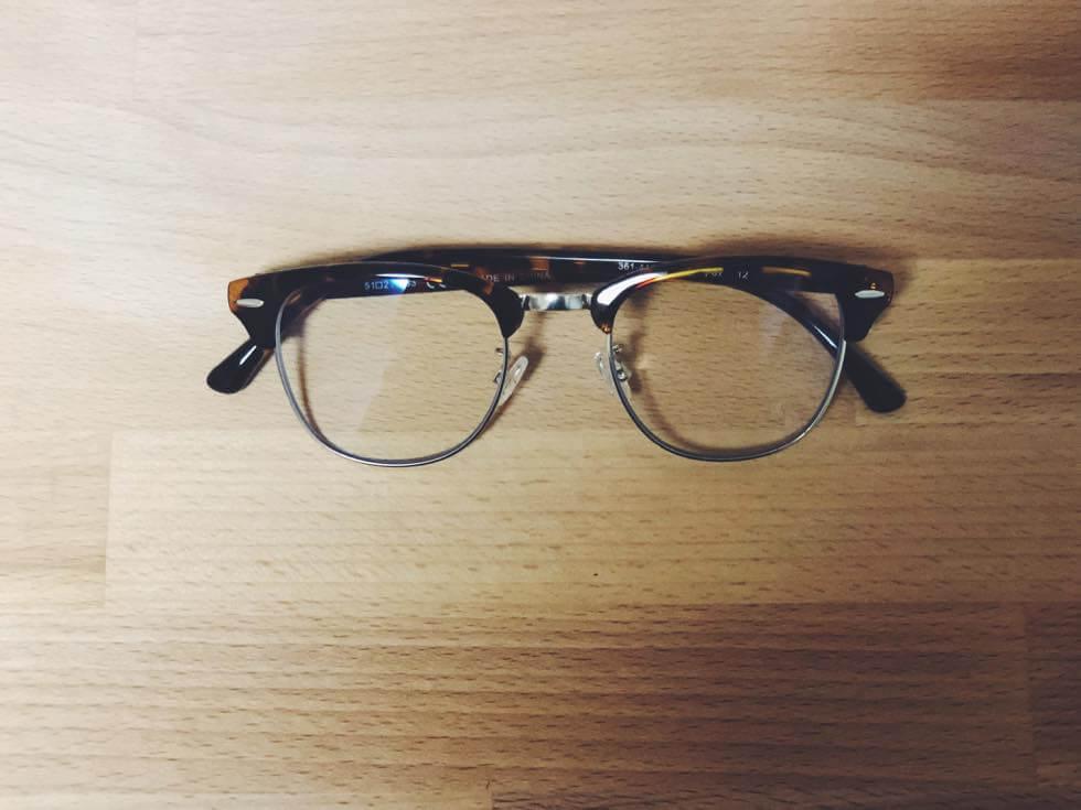 ユニクロのオシャレで通勤にもつけられるブルーライトカットメガネ