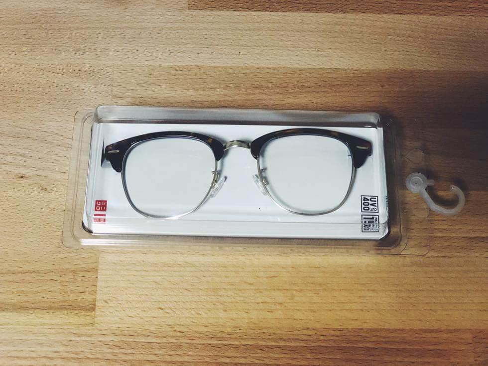 ユニクロのブルーライトカットメガネパッケージ表