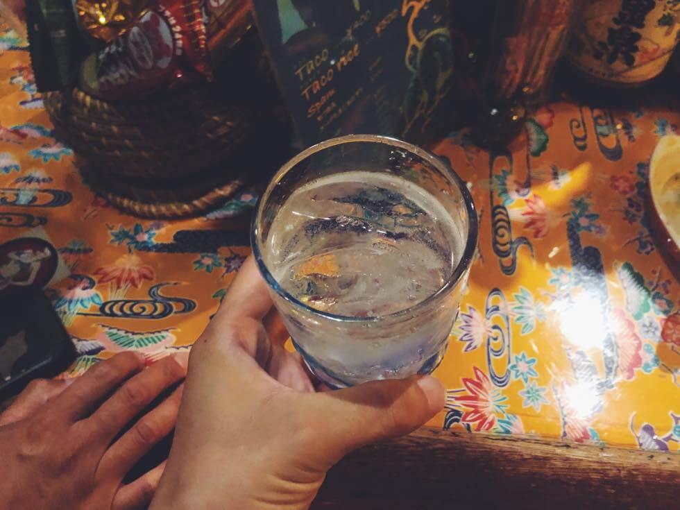 裏難波の立ち飲み「酒家はなはな」で飲んだウィスキーのような泡盛