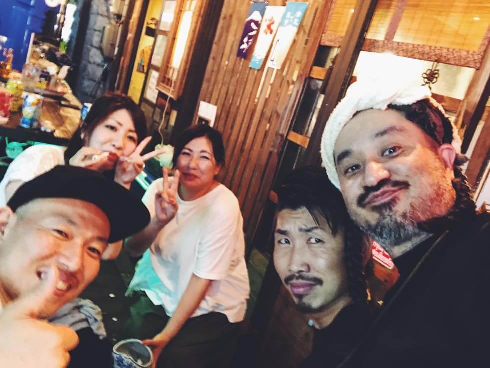 人気立ち飲み Super Jap(スーパージャップ)のスタッフさんと記念撮影