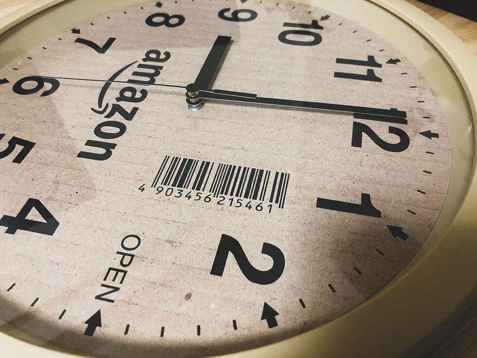 文字盤がリアルな amazon の段ボール風掛け時計