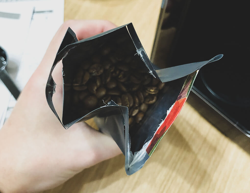 サンワコーヒーのブラジルサントスのコーヒー豆を開封したところ