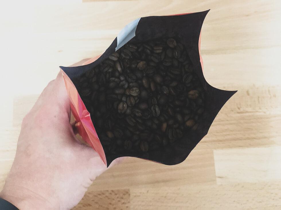 澤井珈琲のコーヒー豆サンライトブレンドを開封したところ