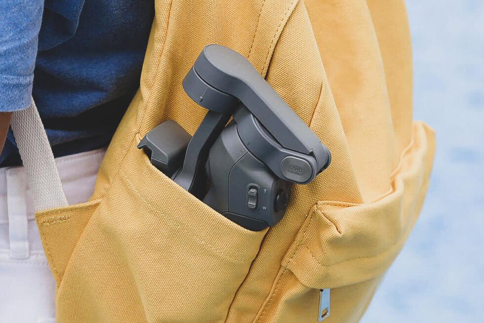Osmo Mobile 3をポケットにいれて持ち運びしているところ