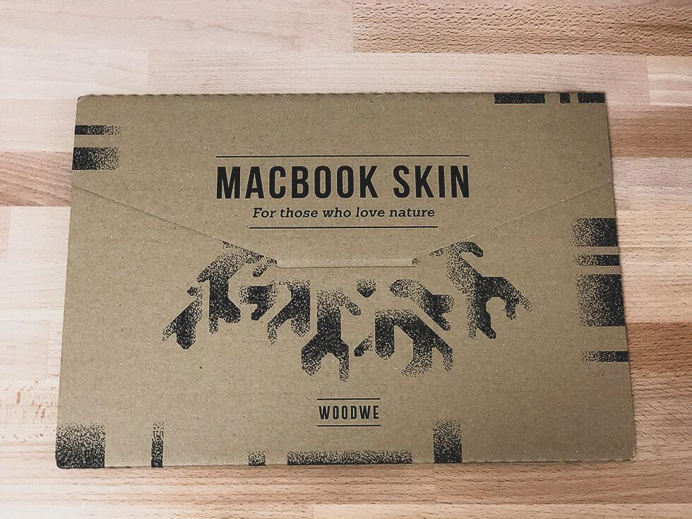 MacBook Proにおすすめのおしゃれな WOODWE のスキンシールの外箱