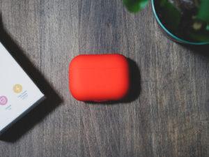 AirPods Pro ケースは ESR の超薄型スリムフィットシリコンカバーがおすすめ【機能性が高くてシンプル】