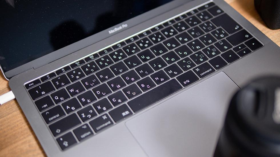キーボードの汚れたMacBook Pro