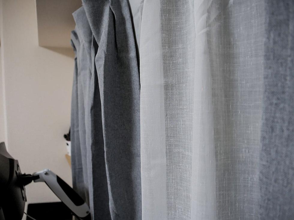 評判の良い無印良品のカーテンをレビューしているところ