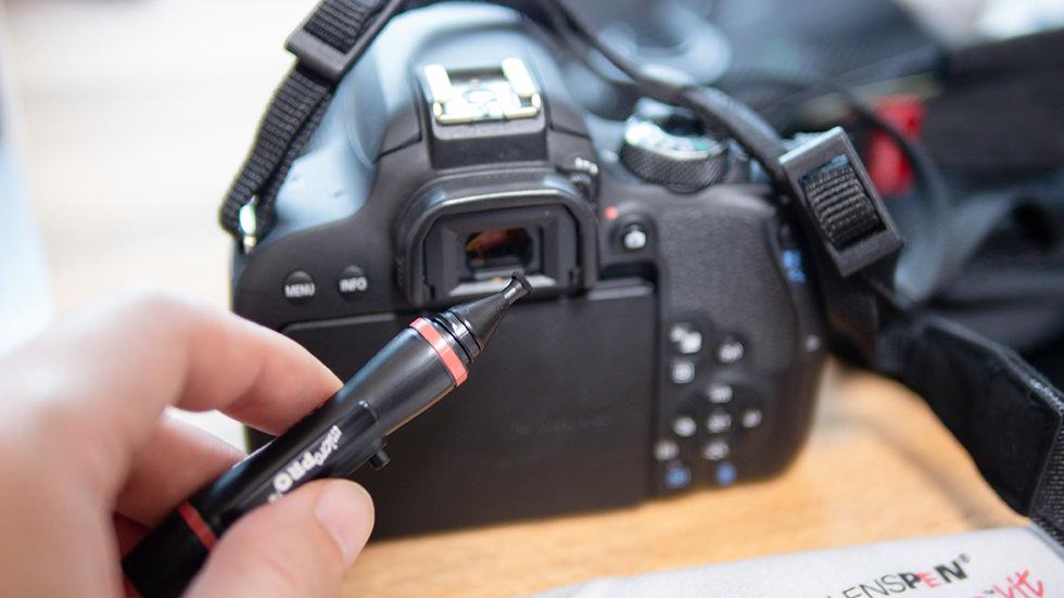 カメラのファインダーを掃除