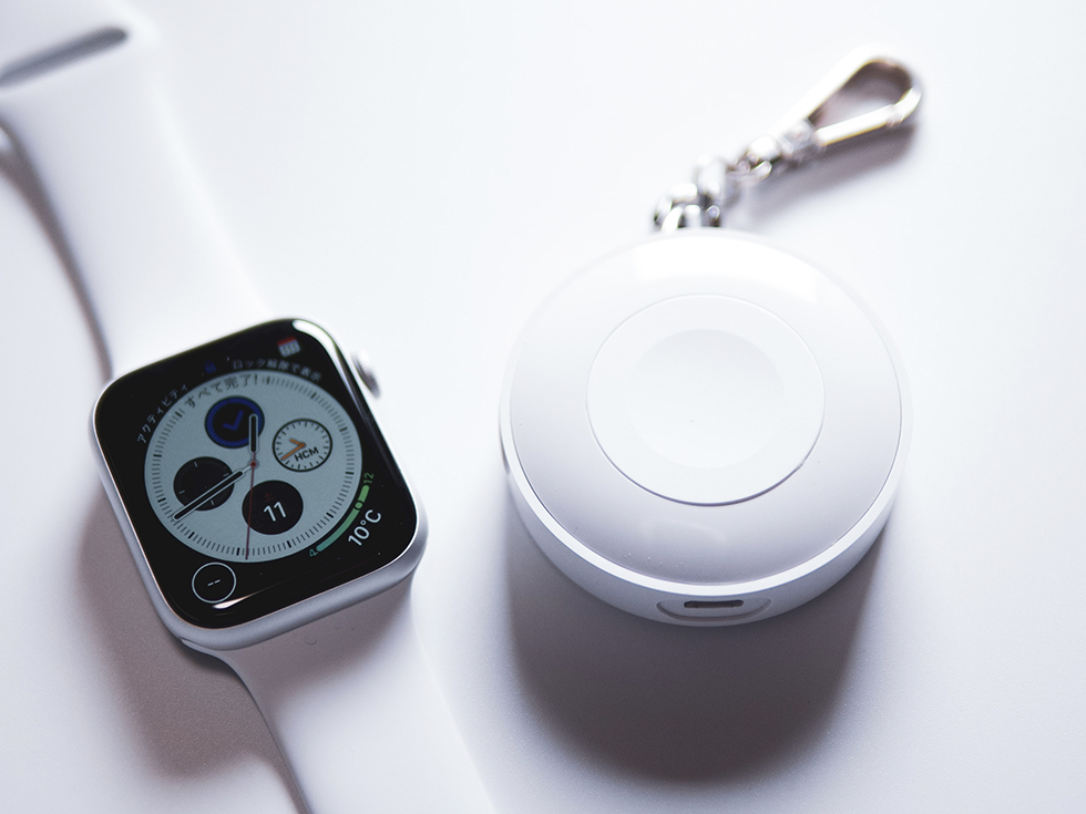 Apple Watchと充電器iWatch