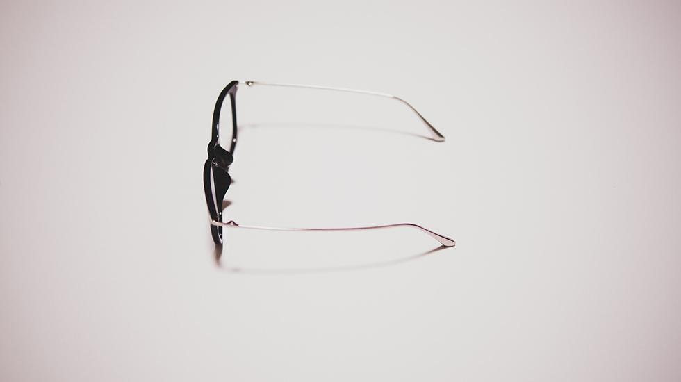 ユニクロのボストンコンビクリアサングラスを横から見たところ