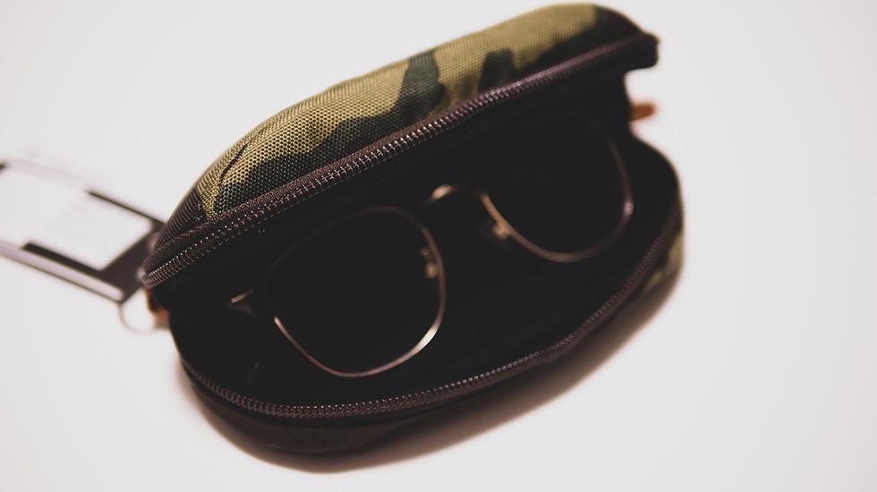 Gregory(グレゴリー)のメガネケースに眼鏡を収納